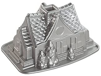 Read more about the article Nordic Ware Gingerbread House Bundt Pan